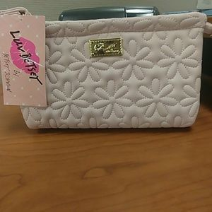 NWT 🌟Just In🌟 Betsy Johnson Large Wristlet